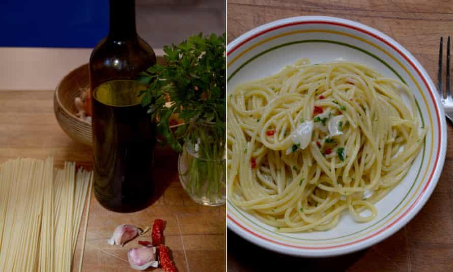 Spaghetti, garlic, olive oil, chilli, parsley.