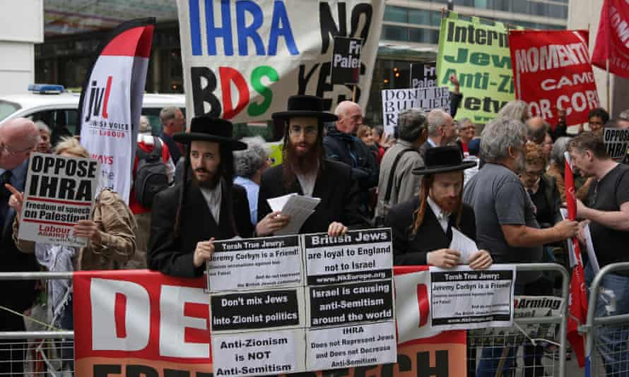 Corbyn supporters demonstrate outside Labour party HQ