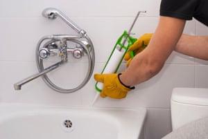 Resealing a bath