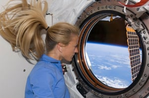 Astronaut Karen Nyberg looks through a window in the newly installed Kibo laboratory of the International Space Station while Space Shuttle Discovery is docked with the station June 11, 2008. REUTERS/NASA (UNITED STATES) EDITORIAL USE ONLY. NOT FOR SALE FOR MARKETING OR ADVERTISING CAMPAIGNS. FOR EDITORIAL USE ONLY. NOT FOR SALE FOR MARKETING OR ADVERTISING CAMPAIGNS. - GM1E46C065801