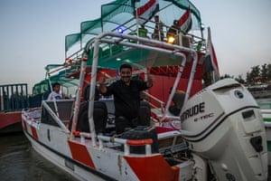 Boat ride along the Tigris.