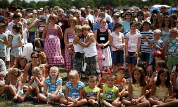 Ένα πλήθος διδύμων συγκεντρώνεται στο Φεστιβάλ του Οχάιο.