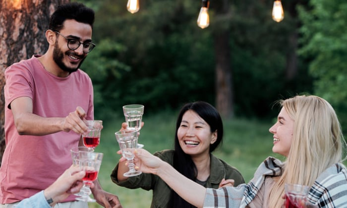 First of the summer wines: how to host the perfect picnic