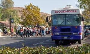People line up to donate blood after the Thousand Oaks shooting.