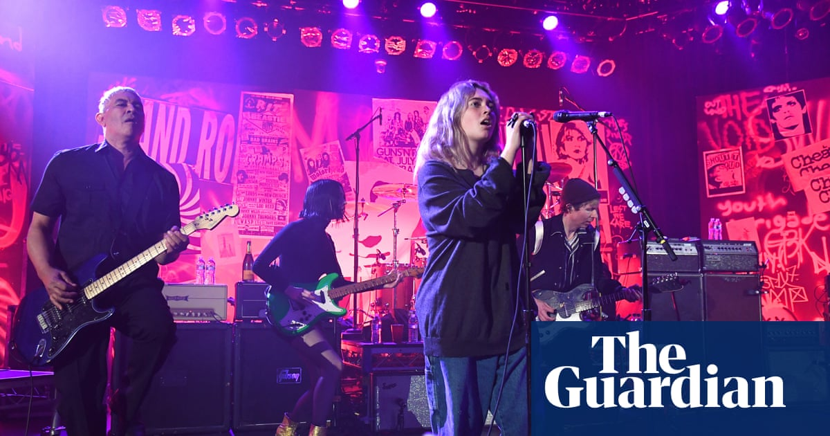 Nirvana reunion: Dave Grohls 13-year-old daughter steals the show