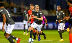 Manchester United's Donny van de Beek on the ball during the EFL Cup match against Luton