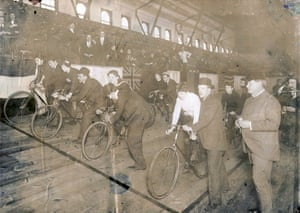 The opening lineup of a race in Chicago on 2 March, 1896