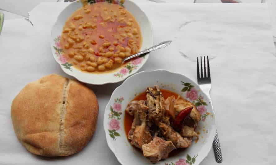 Tangia, flatbread and beans