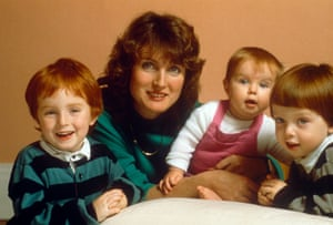 Harman at home with her children in 1988.