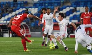 Fernando fires Sevilla in front.