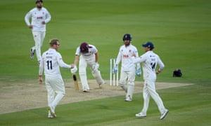 Simon Harmer of Essex celebrates the wicket of Tom Lammonby with Aaron Beard.