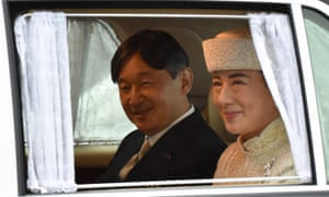 A vehicle carrying Crown Prince Naruhito (L) and Crown Princess Masako (R) leaves the Imperial Palace in Tokyo on 30 April