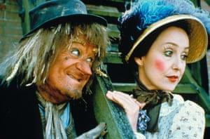 Una Stubbs as Aunt Sally with Jon Pertwee as Worzel in Worzel Gummidge.