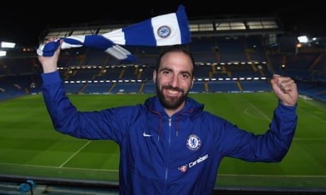 Gonzalo Higuaín completes move to Chelsea on initial loan deal