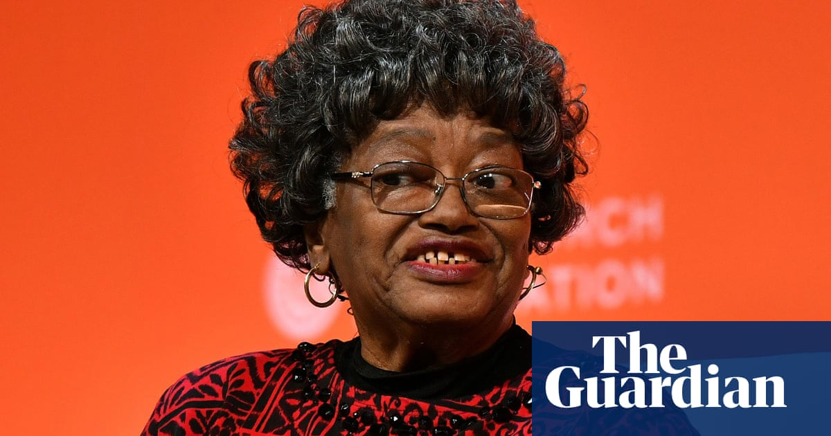 Civil rights pioneer wants arrest record for refusing to give up seat expunged
