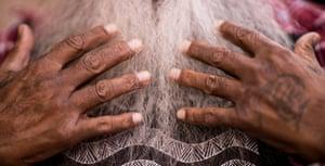 The hands of Major Sumner (mogi).