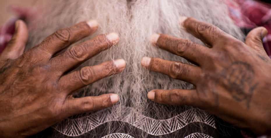 The hands of Major Sumner (Moogy).