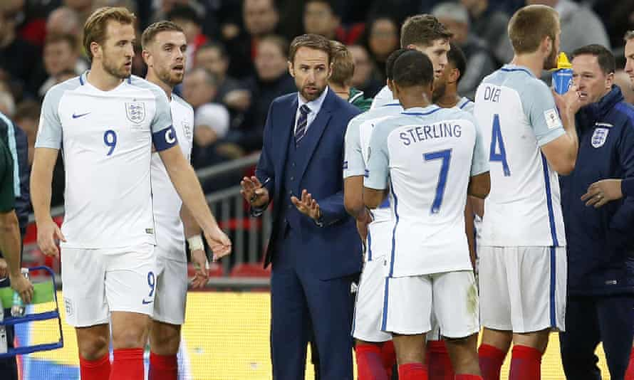 Gareth Southgate talking to his England players during the win over Slovenia.