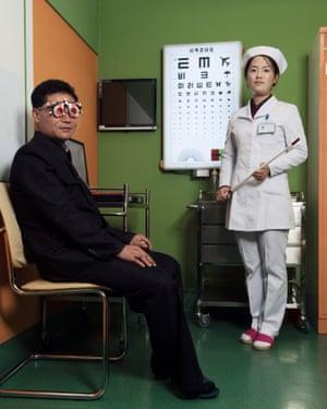 Kim Un Ju and Ri Sol Hwa at Ryugyong's ophthalmic hospital (October 2017)