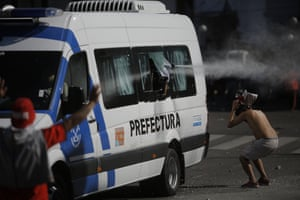 A River Plate fan is pepper sprayed from a moving police van.