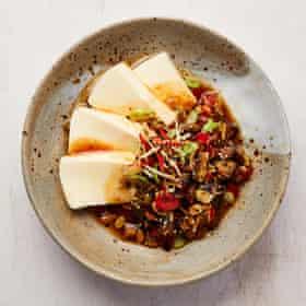 Caponata de Yotam Ottolenghi au tofu soyeux.