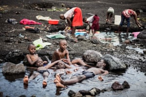 Lake Elementaita (Naivasha, Kenya. 2019). A family spends the morning at the shores of Lake Elementaita in Naivasha, Kenya. The men languor in the water, while the women industriously attend to the household chores