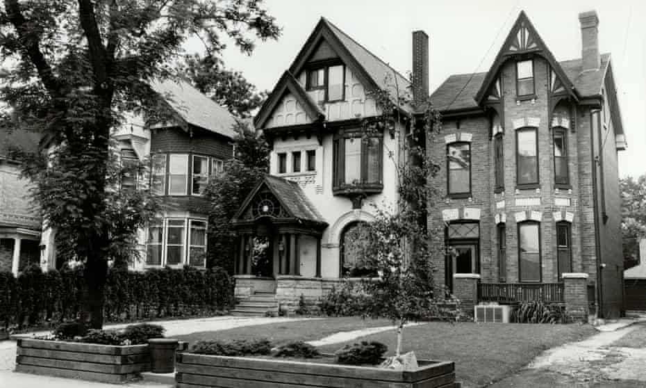 Rapid industrialization meant that many of Parkdale's elegant mansions were hastily sold and repurposed as multiple single-room dwellings.