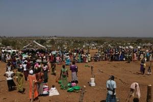 2016年12月7日在乌干达北部Yumbe区南部苏丹边境附近Bidi Bidi2018线上博彩娱乐排行安置营的南苏丹2018线上博彩娱乐排行的航拍照片。路透社/ James Akena