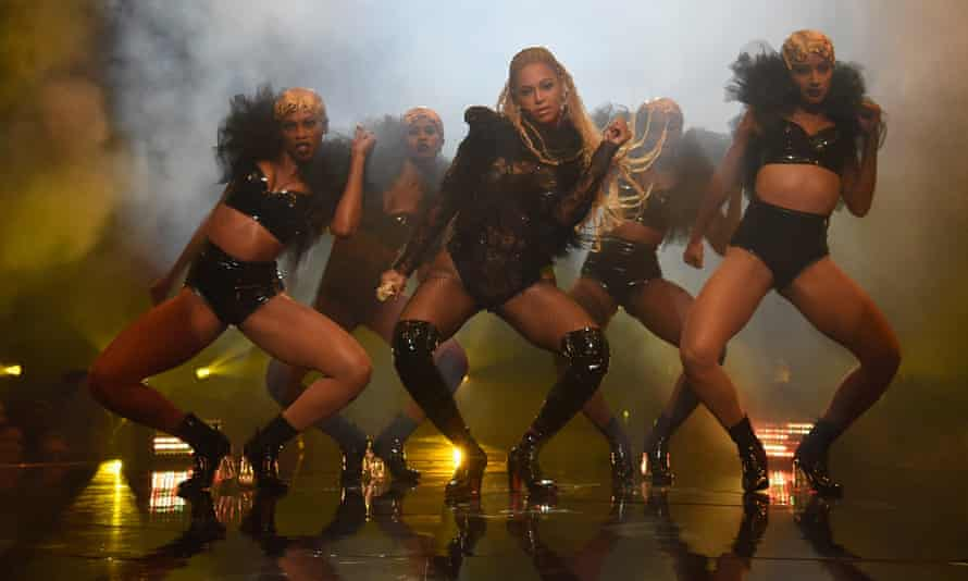 Beyoncé performs in thigh-high boots