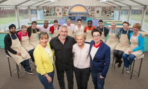 Mel Giedroyc, Paul Hollywood, Mary Berry and Sue Perkins with this year's contestants.