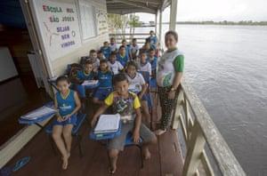 Children at the floating Municipal school São José II