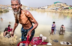 Cox's Bazar, BangladeshMore than 700 000 Rohingya's who fled violence in Myanmar are living in Kutupalong Camp. ShelterBox is supporting 4,000 families with blankets, tarpaulins, rope, solar lights and water carriers
