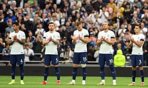 Harry Kane (2R) leads team mates as they observe a minute's applause for Jimmy Greaves.