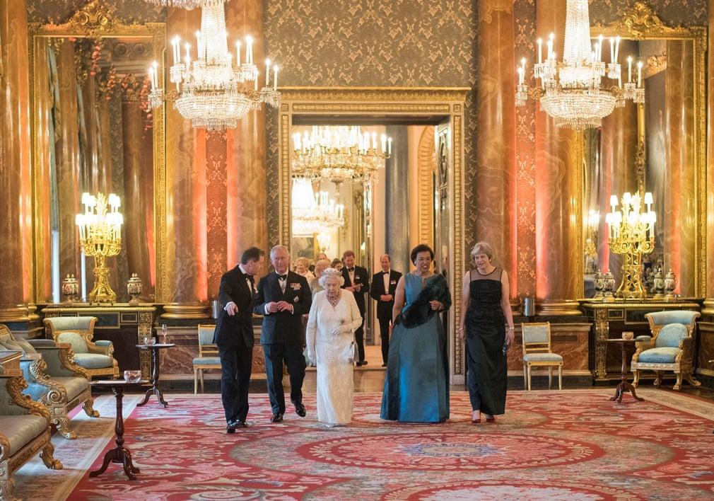 عکس ملکه الیزابت، شاهزاده ولز، دبیر کل اتحاد جماهیر شوروی، پاتریشیا اسکاتلند و نخست وزیر بریتانیا، ترزا می