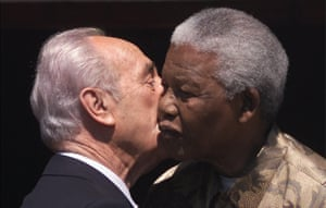 Peres and Mandela exchange a kiss on the cheek