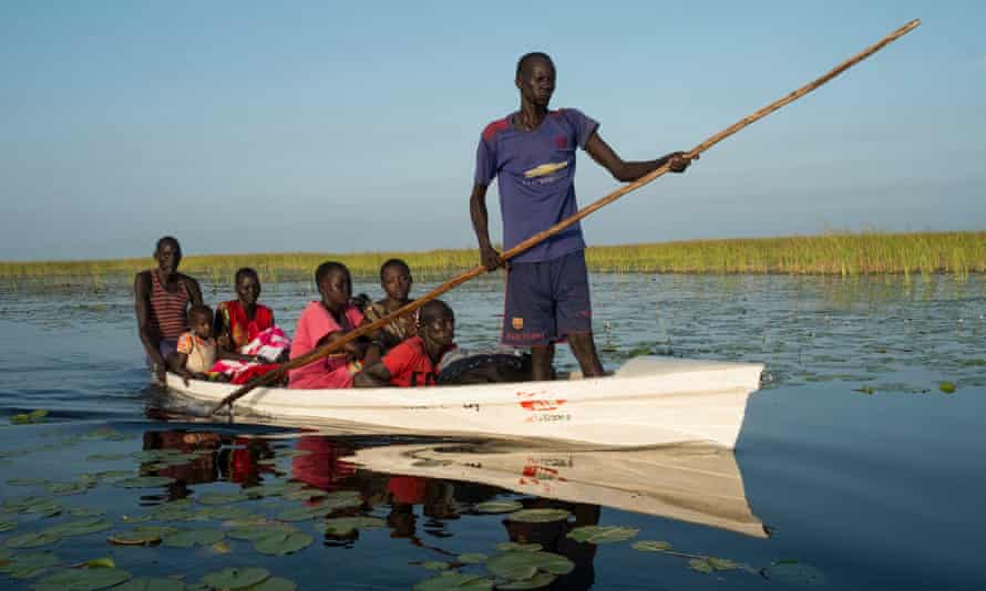 Refugees from fighting between South Sudanese (SPLA) and IO forces around the towns of Leer and Mayandit approach Nyal after a two day crossing of the Sudd marshes.