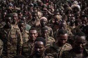 Captive Ethiopian soldiers walk towards Mekelle Rehabilitation Centre.