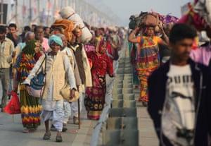 Pilgrims arrive at the mela