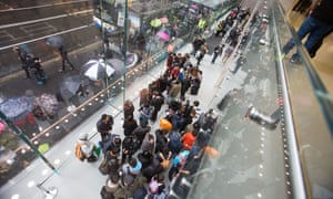 Crowds in Sydney, Australia waiting for the release of the iPhone 6s and 6s Plus in September.