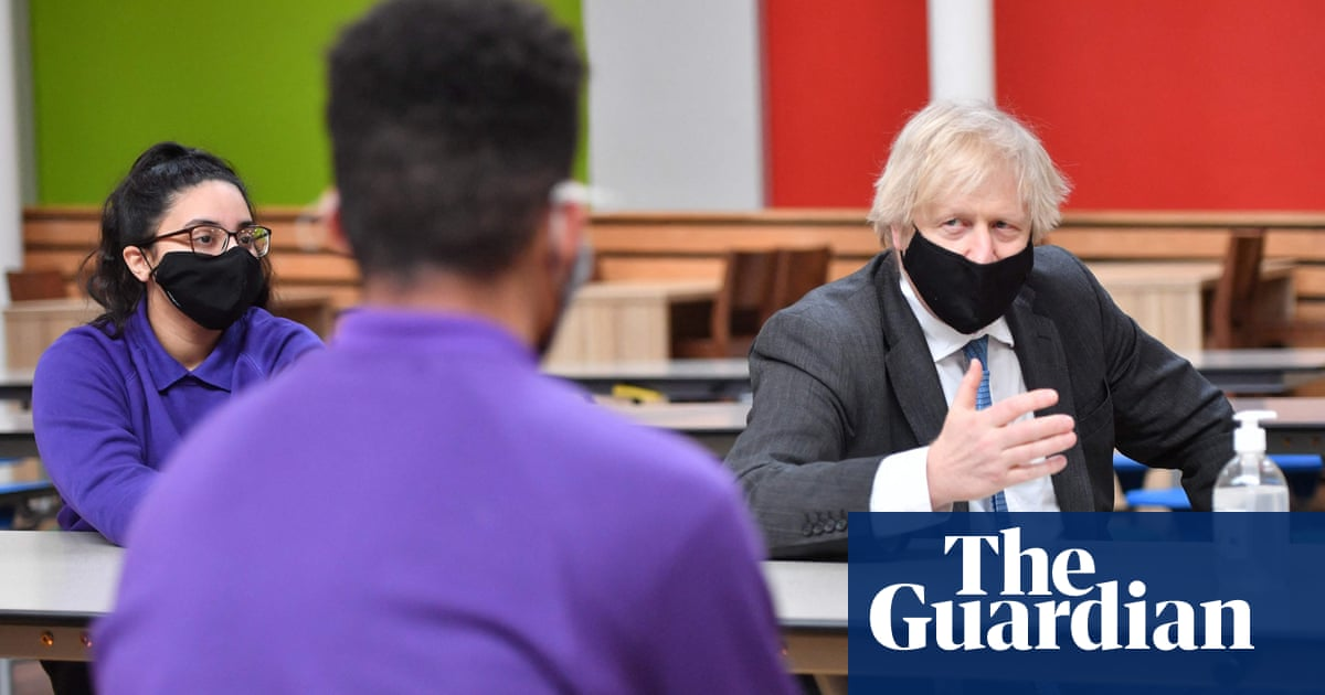 Confusion over school Covid mask rules in England risks 'anarchy', says top Tory