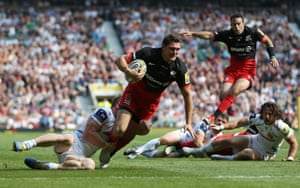 Alex Goode scores the third try to win the game for Saracens.