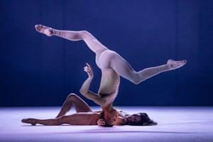 Sydney Dance Company reprieves Rafael Bonachela's ab [intra]