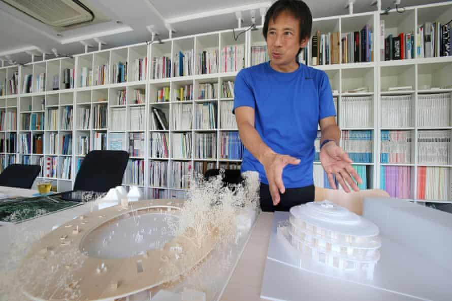 Takaharu Tezuka with the model for Fuji Kindergarten.