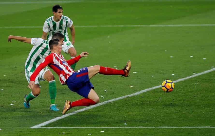 Fernando Torres shoots at goal.