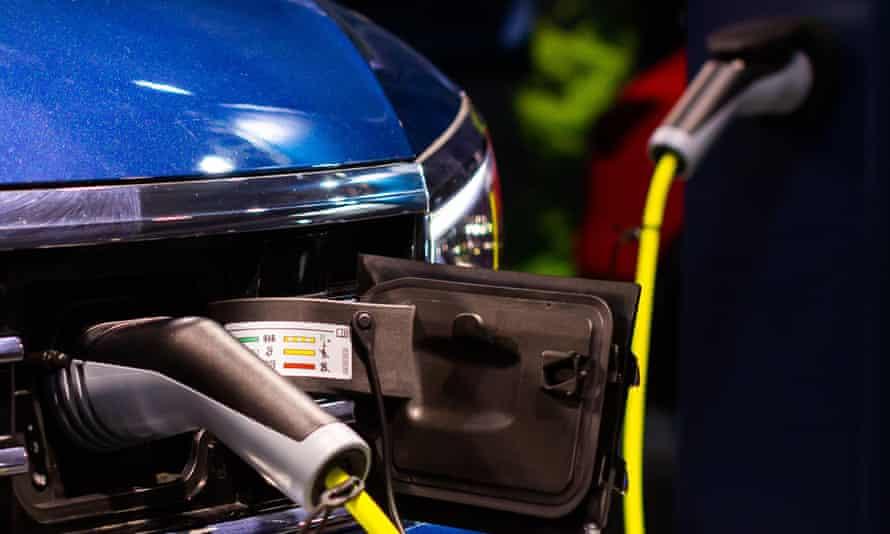 Charging a plug-in hybrid vehicle