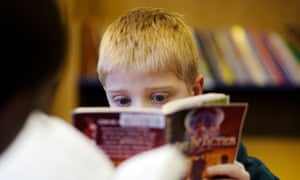 A child reading in the library at a primary school in the UKBHR6J3 A child reading in the library at a primary school in the UK