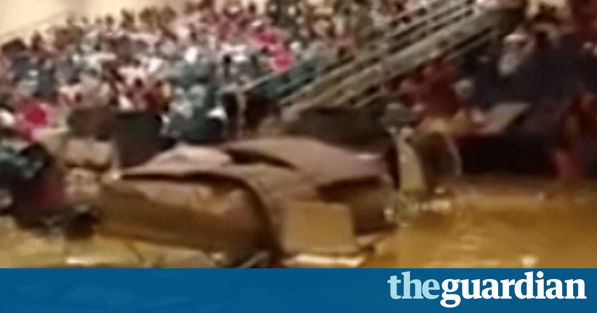 'It's very, very, very unsanitary': Texas shelter is flooded – video | US news | The Guardian