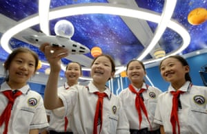 Primary schoolchildren learn about space through a model in Handan, Hebei province, after the successful launch of Shenzhou 12 manned spacecraft, which has greatly stimulated the enthusiasm of young people for aerospace and aviation