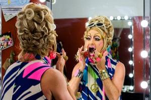 Vanessa Wagner putting on makeup