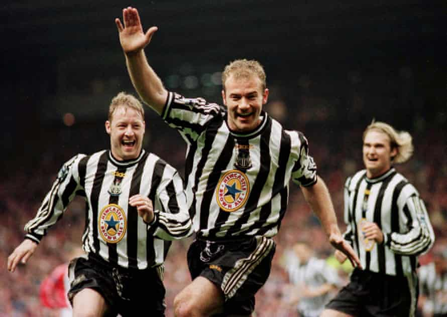 Alan Shearer celebrates his winning goal against Sheffield United with Newcastle United teammates David Batty and Andreas Andersson, April 1998.